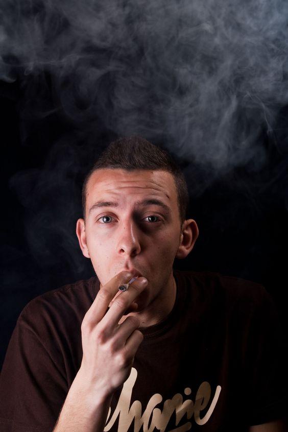 Modelo: Alberto Moreno  Proyecto: Humo Efímero  Junto: Jotaemese Photography  Lugar: Estudio  Descripción: Una serie de retratos con el Humo como elemento principal