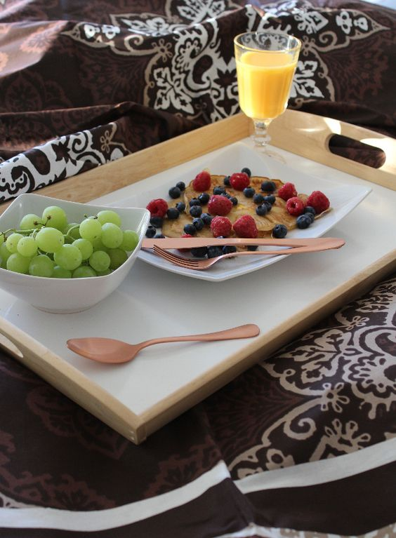 BREAKFAST: Pancakes with Berries, Grapes and Orange Juice || Copper