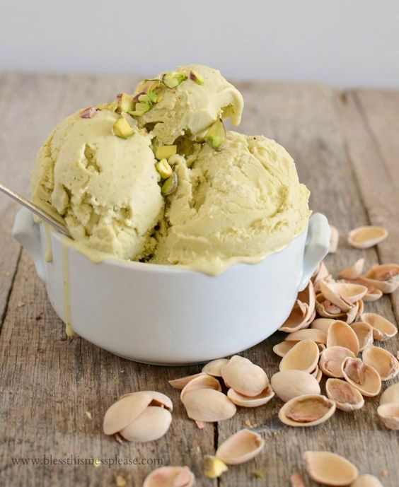 Pistachio Gelato the most delicious 6 ingredient combo ever! #Vitamix Use code 06-006499 for free shipping at Vitamix.com
