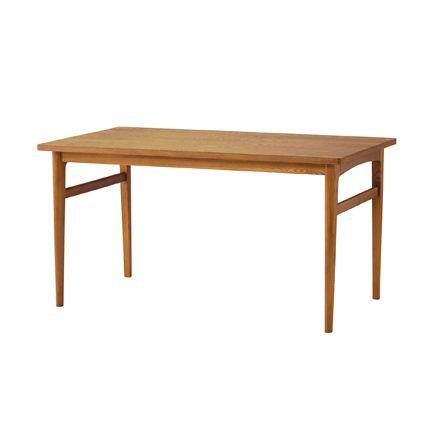 SIGNE(シグネ) ダイニングテーブル W1400 ブラウンSIGNE(シグネ) ダイニングテーブル W1400 ブラウン ナチュラルでやさしい印象の北欧スタイル。やわらかな曲線を描いた、すっきりとした印象のデザインです。天板の角や脚が丸くなっているので、小さなお子様のいるご家庭でも安心です。  SIGNEチェアやベンチとそろえてお使いいただけます。