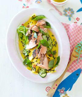 Gurken-Mango-Salat mit Gewürzlachs - Brunch Rezepte - [LIVING AT HOME]
