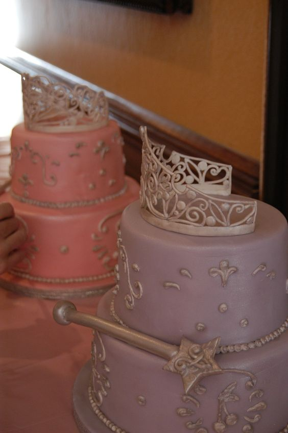 Twin Princess Birthday cakes These cakes for twins girls