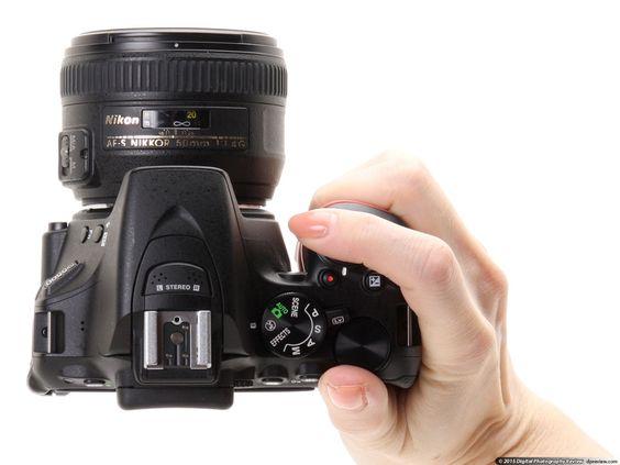 La Nikon D5500 è ciò che di più simile potete accostare ad una DSLR 'tascabile. Mentre è un po 'più grande della Canon EOS Rebel SL1 (100D), si può inserire la D5500 in una piccola borsa se si sta utilizzando un obiettivo compatto.
