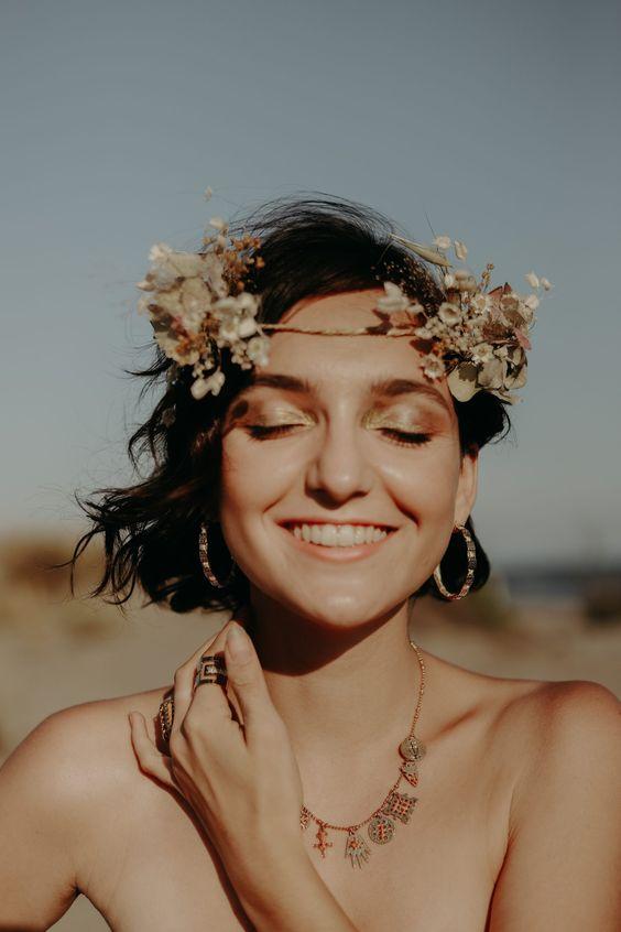 Un shooting qui fait du bien! | Coiffure mariée couronne fleurs | M comme Madame - Nouveau blog mariage et famille