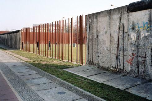 Berlin Ehemaliger Grenzstreifen In Der Bernauer Strasse An Der Gedenkstatte Berliner Mauer Foto Klemens Ortmeyer Berlijn