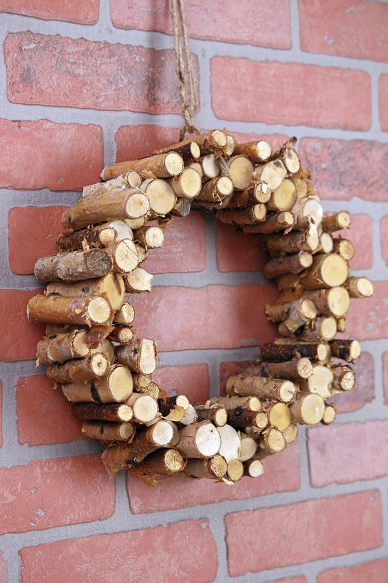 Get that rustic Christmas look with this natural birch wreath!: