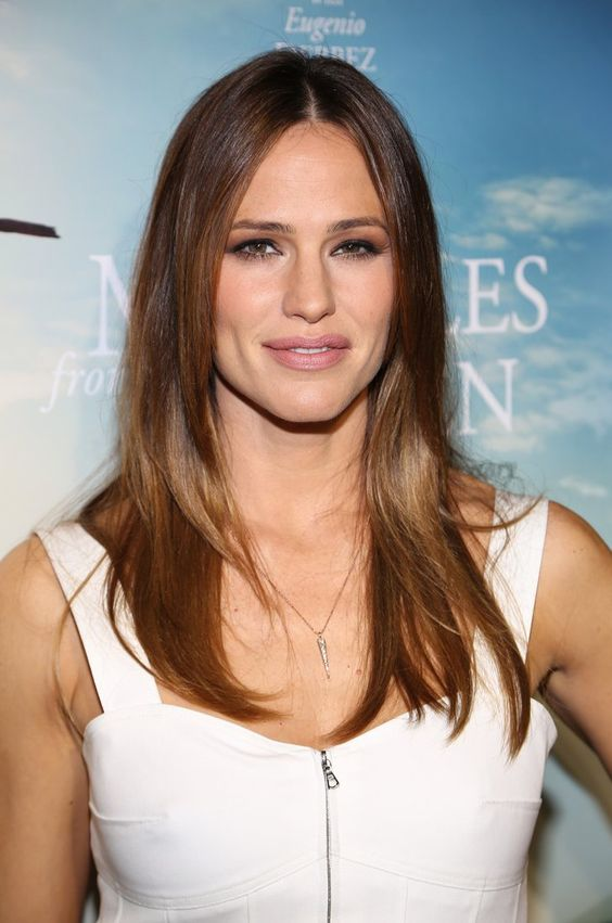 Pin for Later: Jennifer Garner Might Just Blind You With Her White-Hot Red Carpet Appearance