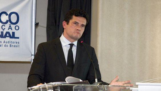CURITIBA, PR, BRASIL, 17-03-2016, 20h035: O juiz federal Sérgio Moro durante o seminário sobre combate à lavagem de dinheiro na noite desta quinta-feira (17) em Curitiba no Bourbon Convention Hotel. (Foto: Paulo Lisboa/Folhapress, Politica)
