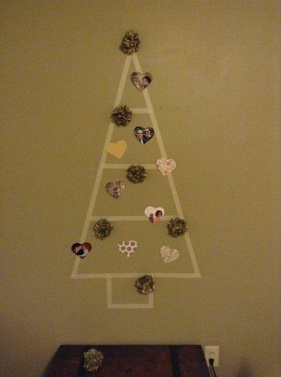 Nuestro Christmas Tree de este año... Una pared, cinta carrocera, flores de papel y mucho amor!