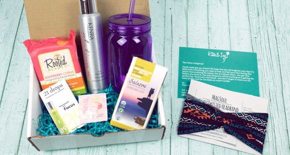 Full spoilers for Fall 2016 Kites & Ivy subscription boxes for college women + $5 Coupon!  - http://hellosubscription.com/2016/08/kites-ivy-back-school-fall-2016-box-full-spoilers-coupon/ #KitesIvy #subscriptionbox