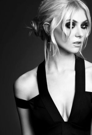 Ms.Momsen giving me the Mrs.Smith vibe in this picture, rocked up of course