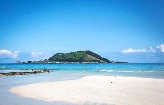 Bờ cát trắng trải dài lãng mạn trên biển Hyeopjae