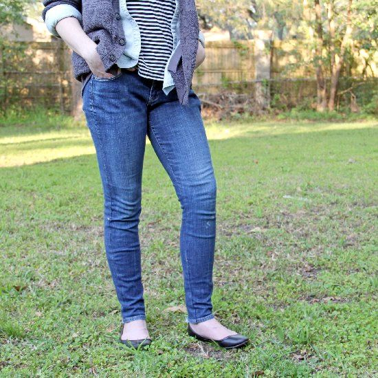 Turn your boring old jeans into a fun pair of skinny jeans with this easy tutorial!