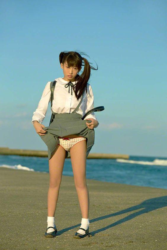 etti:    椎名ひかり() パンツと胸を見せてくれるツインテール美少女画像 : 画像ナビ!