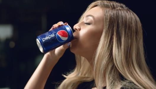 Essa semana só se falou na Diva Beyoncé, do seu novo cabelo, novo possível single e o comercial da Pepsi. Tudo começou com um teaser, lançado na página do Youtube da Diva, que a principio todos achavam ser o novo clipe dela, e CLARO que bombou (695.845 pessoas visualizarão até o momento)  Assista o teaser>> http://www.youtube.com/watch?feature=player_embedded=_RavZNpbV60  Assista o vídeo>> http://www.youtube.com/watch?feature=player_embedded=_qp8WodZg1U