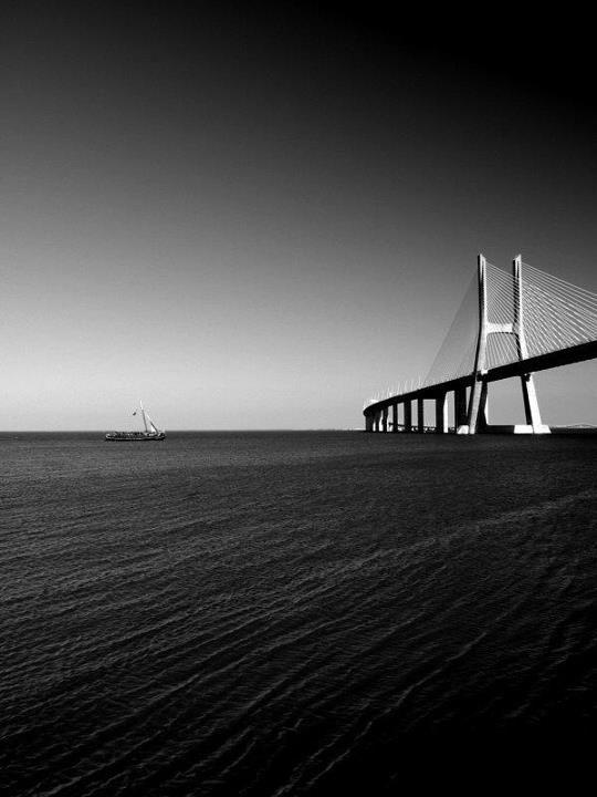 Ponte Vasco da Gama by Hugo Coito