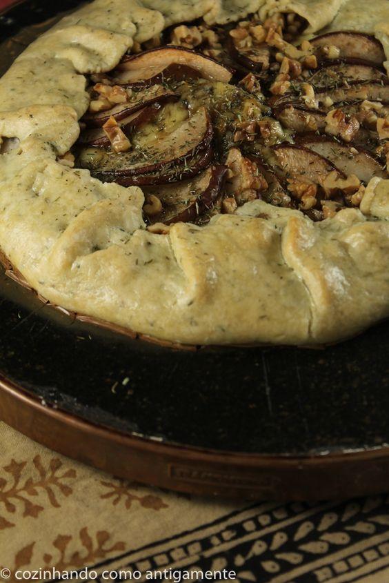 Torta rústica de pera, gorgonzola e balsâmico