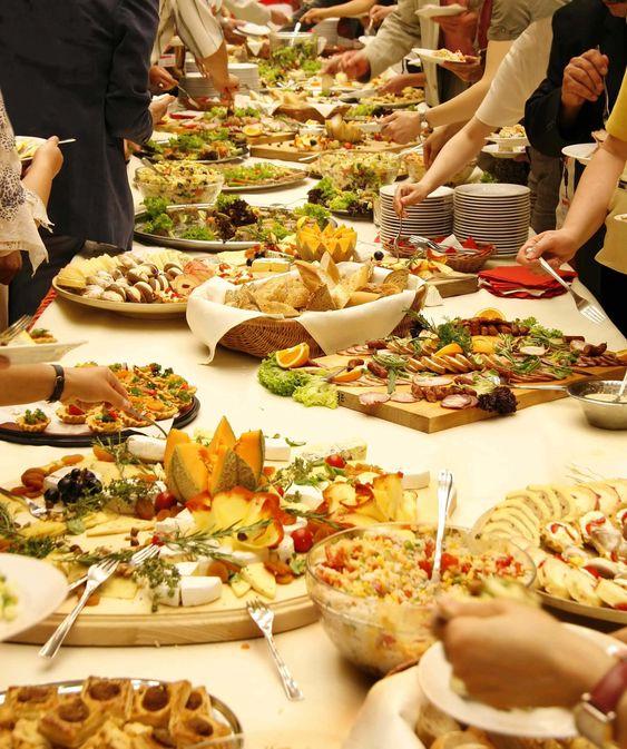 catering a buffet wedding -