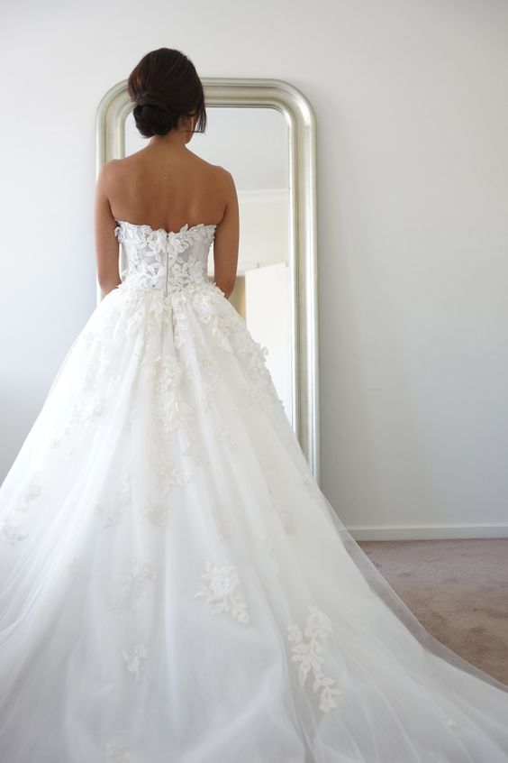 50 Elegant Gowns That Will Never, Ever Go Out of Style - Style Me Pretty