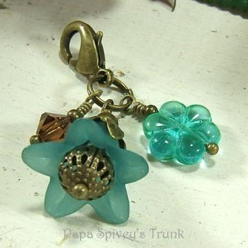 Teal Flower Zipper Pull