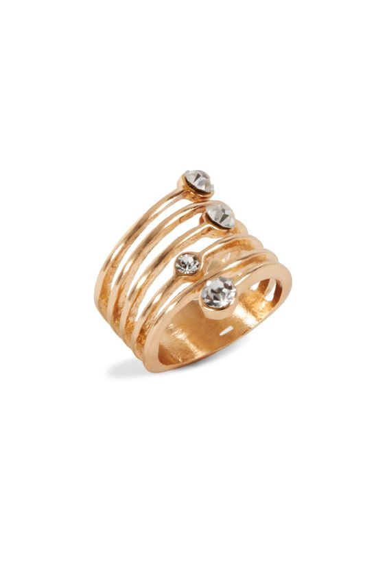 ¡Este anillo es un todo en uno! Con muchas bandas y detalles brillantes. Peso…