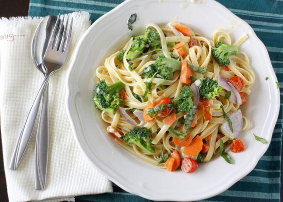 great idea for pasta & vegetables meal. different combinations make it an endless game :): Fun Recipes, Inspiring Recipes, Pasta Recipes, Food Pasta, Our Favorite Recipes, Stir Fry Recipes, Primavera Recipe, Pasta Primavera
