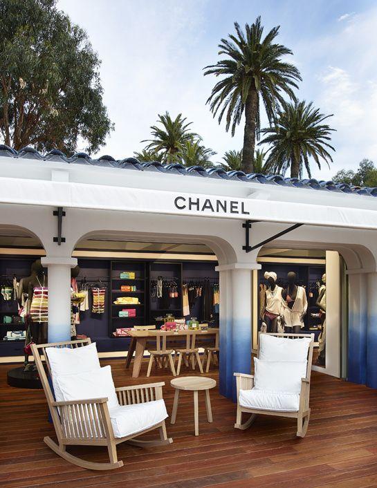 La boutique éphémère Chanel à Saint-Tropez http://www.vogue.fr/mode/news-mode/diaporama/la-boutique-ephemere-chanel-a-saint-tropez/18607: