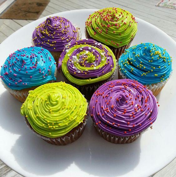 #neon #cupcakes #CupcakeArtbyJamie #neoncupcakes #swirls #pretty