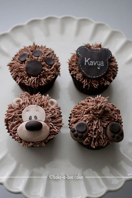 Cupcakes decorados con crema y fondant inspirados en un osito.:
