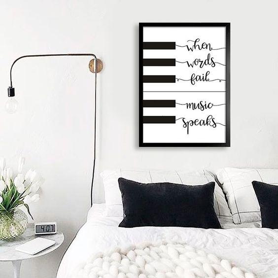 Encontre a arte perfeita para sua decoração na Encadreé Posters.  Palavras-chave: parede decorada, parede de quadros, posters, quadros, decor, decoração, presentes criativos, arte, ilustração, decoração de interiores, decoração criativa, quadros decorativos, posters com moldura, quadros modernos, decoração moderna, decoração quarto casal, preto e branco, quadro piano, quando as palavras falham a musica fala, frases