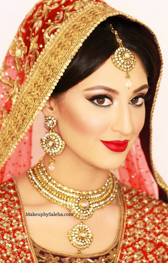 Traditional Wedding Makeup Pictures : Real bride in traditional bridal makeup on her barat by ...