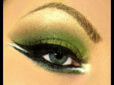 Dramatic eye makeup and video tutorials. Neat.