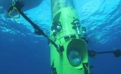 JAMES CAMERON HITS THE BOTTOM  James Cameron did it!  The Oscar-winning director of TITANIC and AVATAR, James Cameron resurfaced Monday after plunging to the deepest known point in the world's oceans in his one-man 12-tons 'Deepsea Challenge' submersible equipped with a lot of 3D stereoscopic cameras.