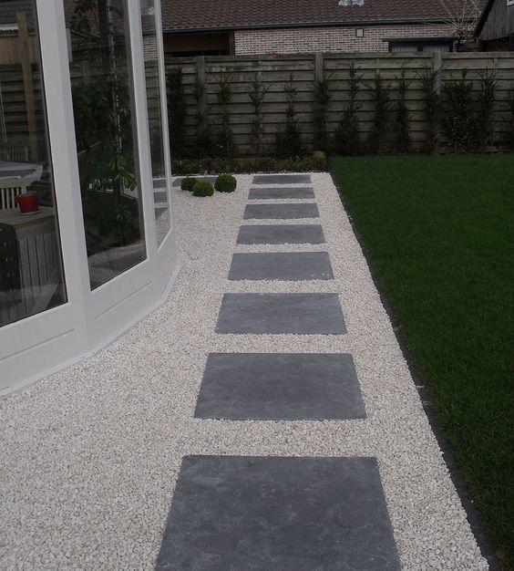 Stapstenen in grind tuin pinterest projects and modern - Tuin grind decoratief ...