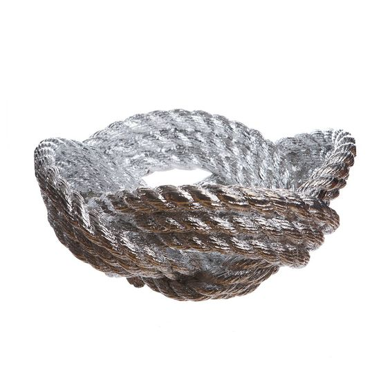 Knotted Rope Bowl by Harry Allen for Areaware A thick, fibrous rope knotted and cast into a beautiful bowl. From 80 € @ charlesandmarie.com