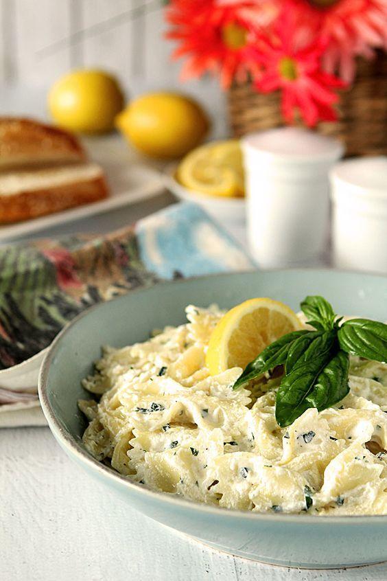 Pasta al limón con ricotta y pimientos rojos