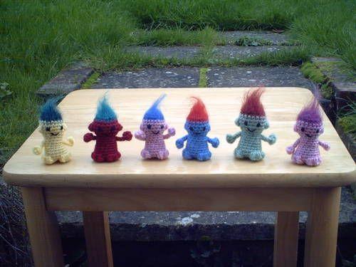 How Bazaar! Free amigurumi patterns for little trolls, tiny ice cream cones, teddies, eggs, mice, snakes.