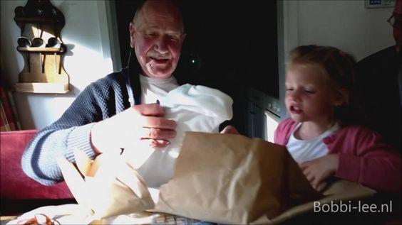 Opa kreeg voor vaderdag een snelle jelle trui. Nu heeft iedereen een tru...