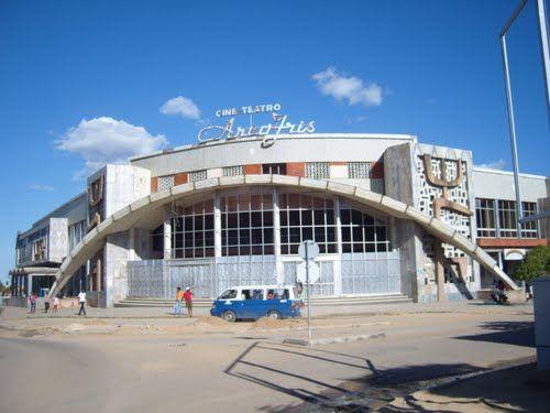 Cine Teatro Arco Iris (inaugurado em 1975), Lubango, Angola