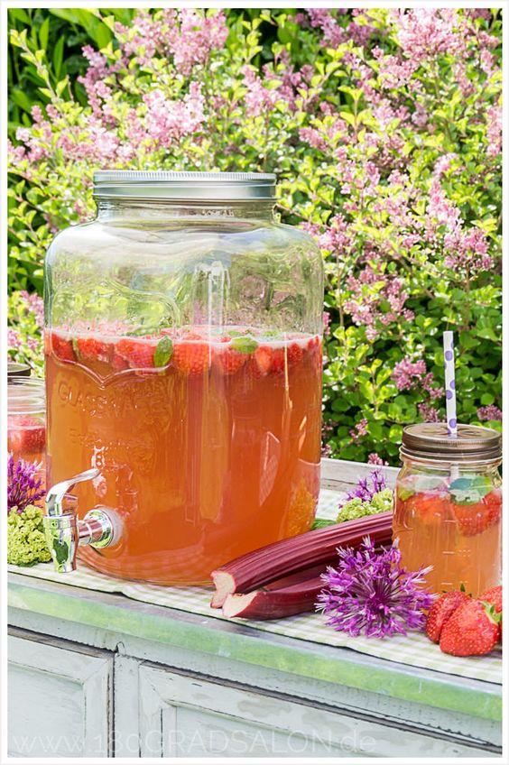 Rezept für Rhabarber – Erdbeer – Bowle ǀ Das Sommergetränk  Strawberry Rhubarb summer by 180°Salon