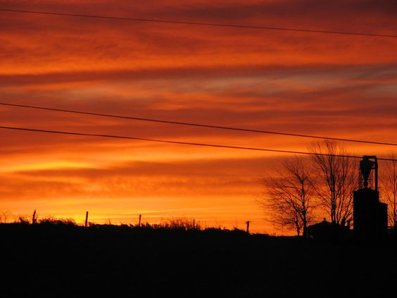 Sunrise in Amish Country.  Photo by Lael Miller. www.amishcountryinsider.com