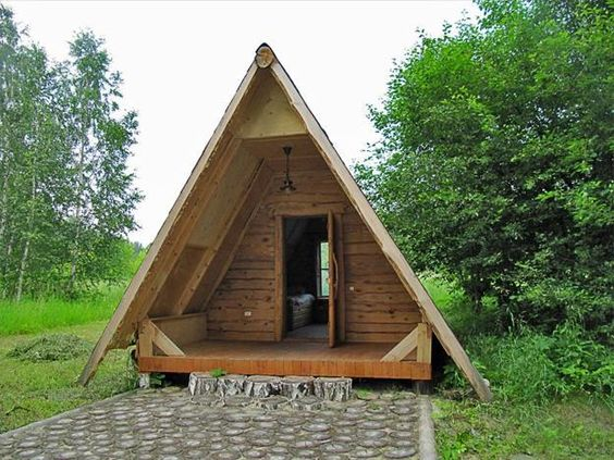 Cute small house designs with gable roofs and triangular a for Small hut plans