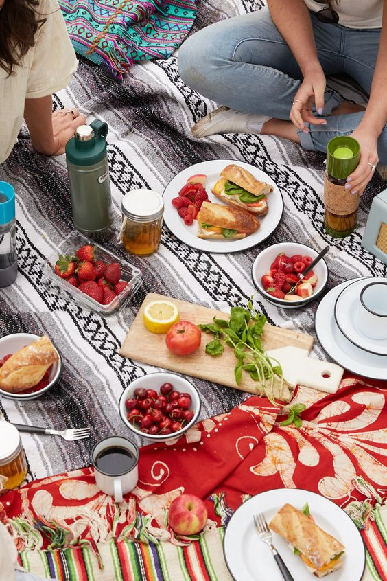 Urban Outfitters - Blog - Tips + Tricks: Planning a Park Picnic