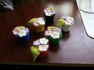 macetitas con flores, patrón gratis free pattern and tutorial