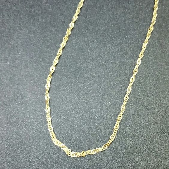 """14k Gold Sparkle link Necklace 18"""" 14k Gold Sparkle link Necklace 18"""". 2mm wide. Marked 14k Italy. 4.3 grams Jewelry Necklaces"""