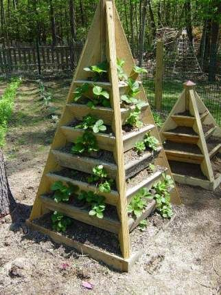 How To Build A Pyramid Strawberry Planter Wood Plans With 400 x 300