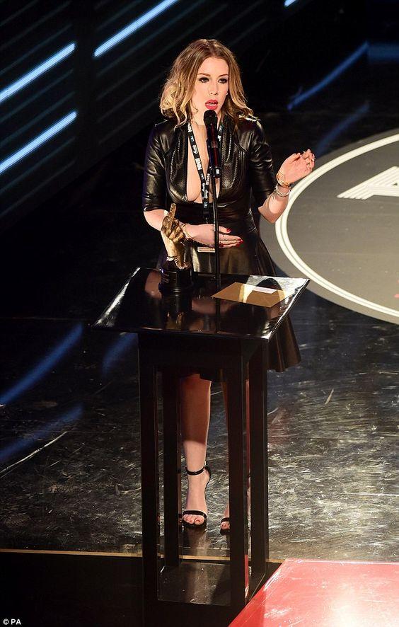 Comedian Katherine Ryan steals the spotlight at NME Awards - k chenm bel ohne elektroger te