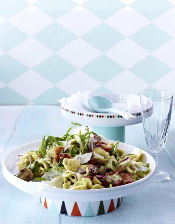 Unser beliebtes Rezept für Nudelsalat mit Pesto-Salatcreme und mehr als 55.000 weitere kostenlose Rezepte auf LECKER.de.