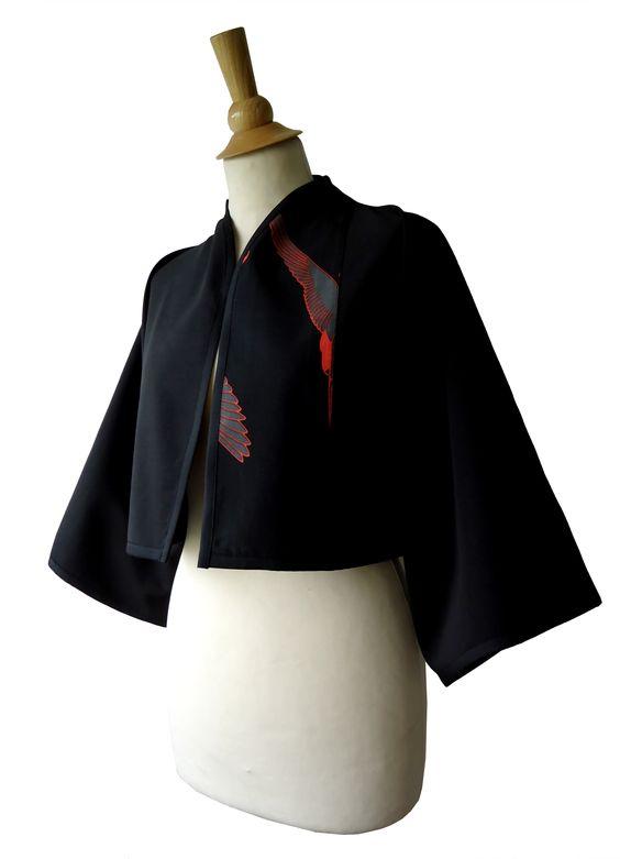 Veste boléro kimono bicolore très chic de forme kimono, manches mi-longue 3/4. Imprimé Tissu Japonais motif grue en coton.  http://www.boutiqueyeiho.com/