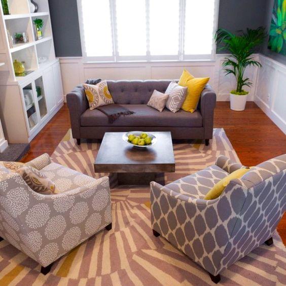 feng-shui-wohnzimmer-einrichten-grau-senfgelb-muster-polster-bilder